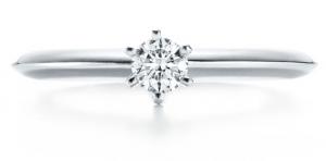 best authentic 0df7c ea7fc 20代後半の婚約指輪の相場は?給与1カ月分の指輪を2人で一緒に ...